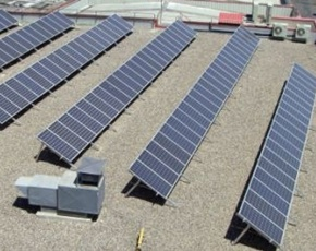 Damm conecta a la red sus placas solares de El Prat de Llobregat
