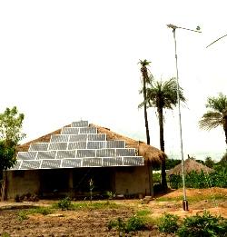 SMA Ibérica dona inversores fotovoltaicos a una instalación aislada híbrida  en Gambia